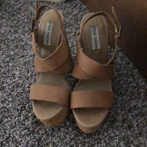 Steve Madden tan platformed heels size 7.5